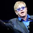 Elton Johnnak elege lett, kikelt magából!